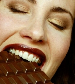 Substância presente no chocolate amargo melhora capacidade aeróbia, diz estudo