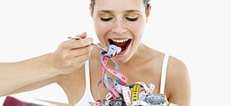 A preocupação exagerada com a imagem pode levar a distúrbios como bulimia e anorexia, situações que geram compulsão ou rejeição à comida e causam, sempre, muito sofrimento